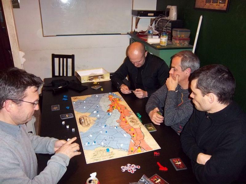 Monsieur Cormyr à gauche, mon partenaire milicien américain, face à nos 3 adversaires...