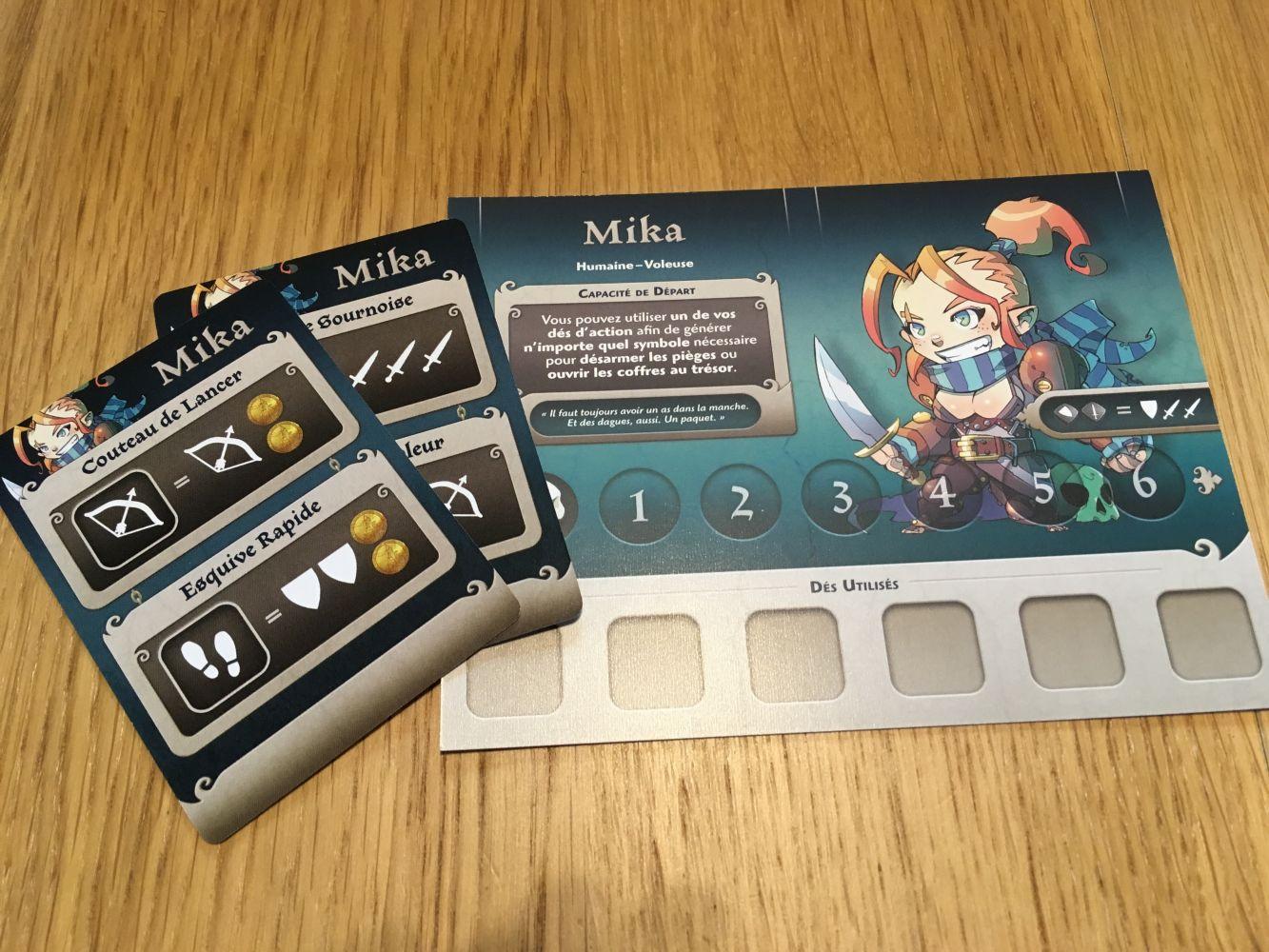 Une des fiches personnages avec ses deux cartes compétences