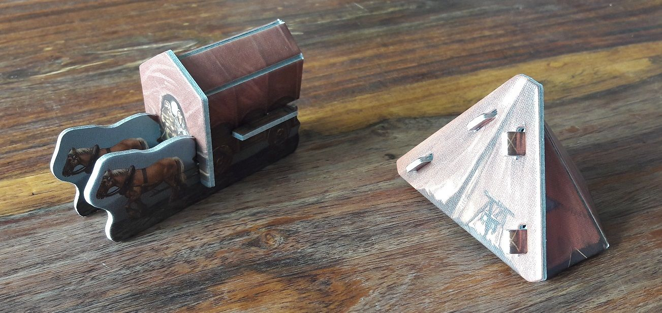 Pas de figurines en plastiques dans Andor mais 2 superbes pions en carton 3D du plus bel effet !