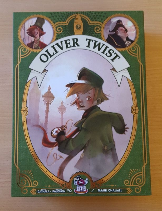 On retrouve la boite format livre avec la couleur verte mise en valeur pour cette édition.
