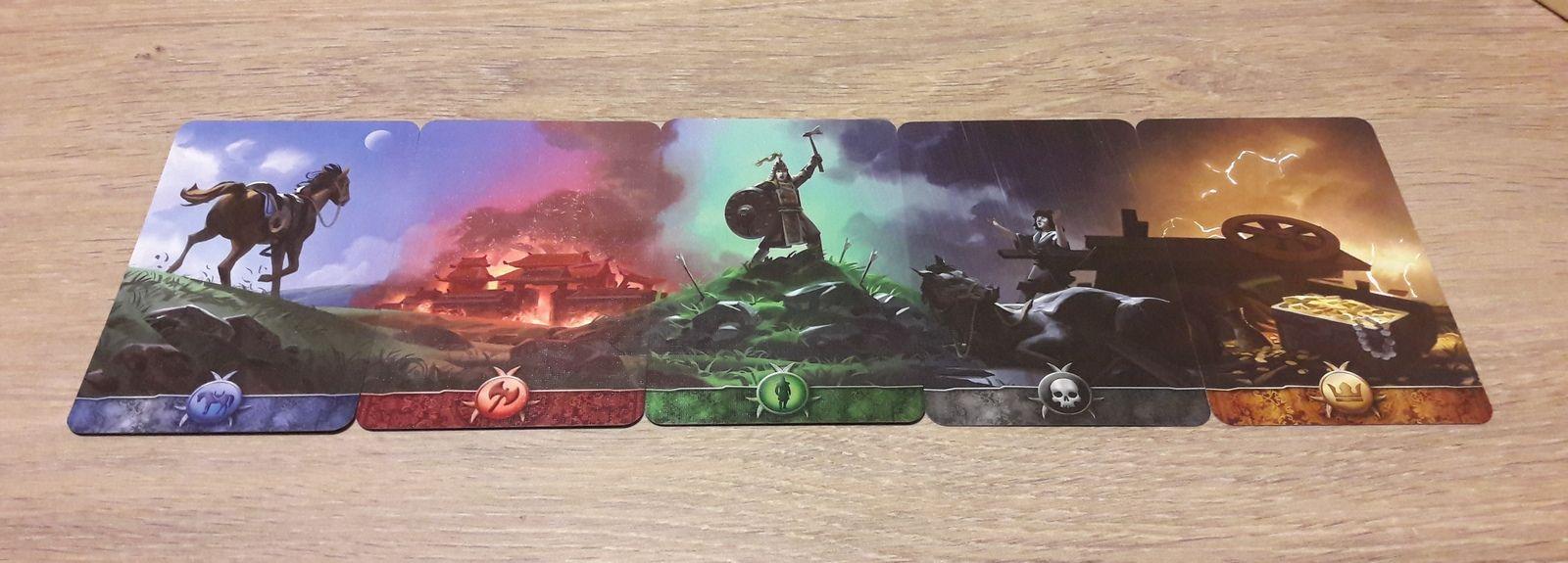 la frise réalisée  avec le dos des  5 types de cartes