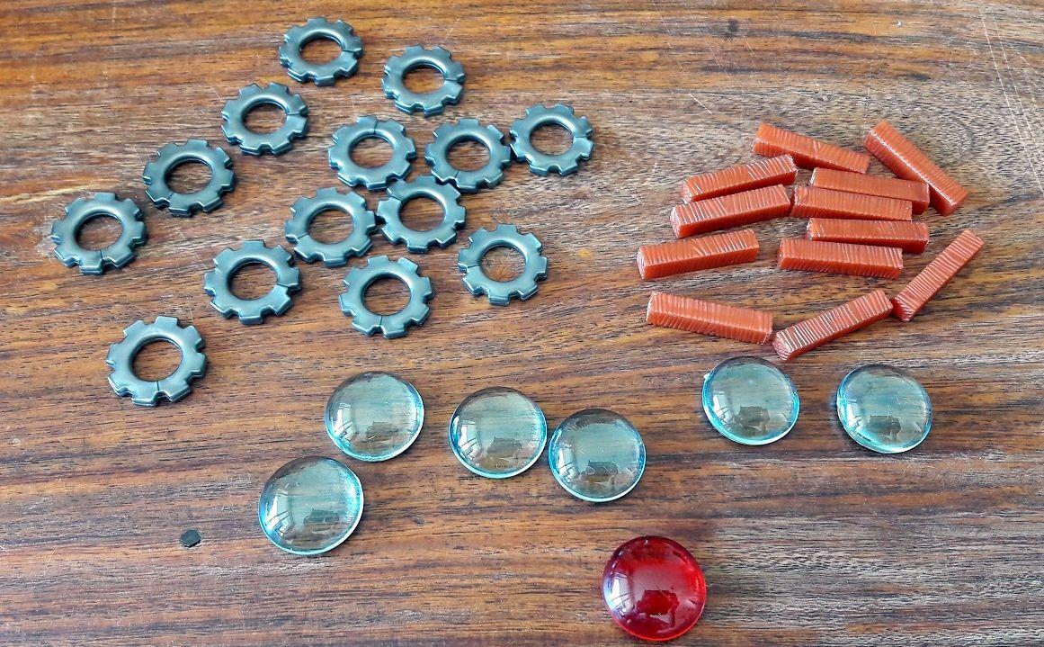 L'eau, les composants, le bois et le marqueur bruit en rouge :)