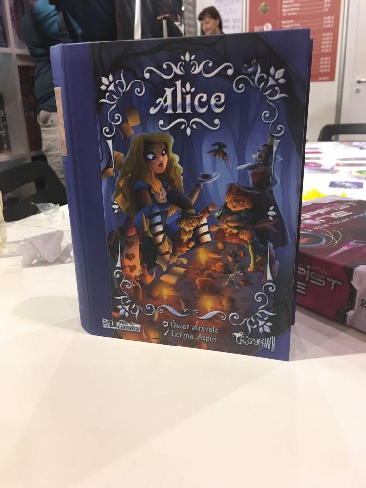 Alice chez Crazy Pawn Games