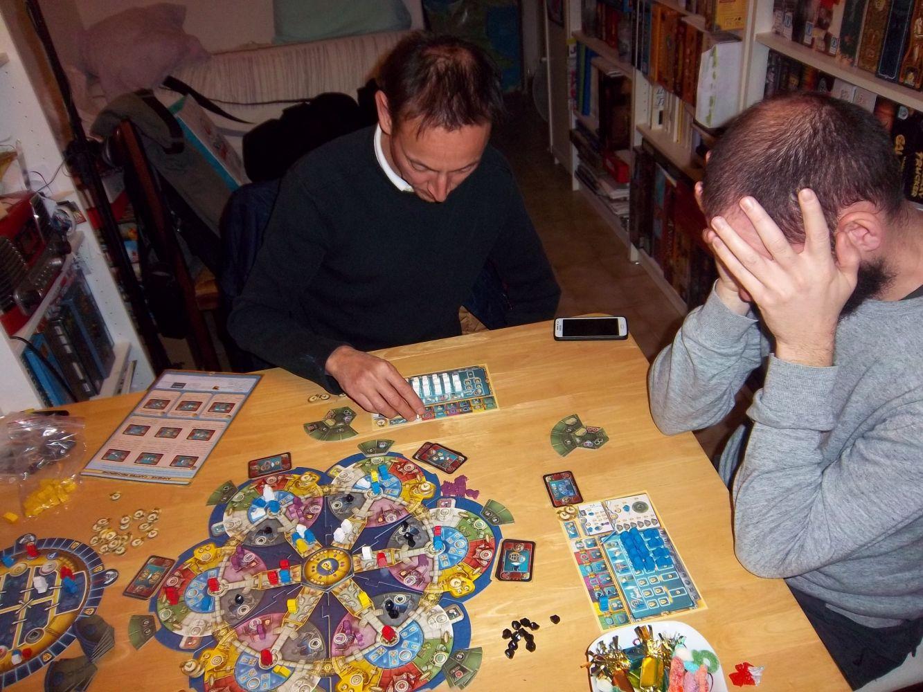 Une autre partie à 3 joueurs... concentration intense pour monsieur Seb...