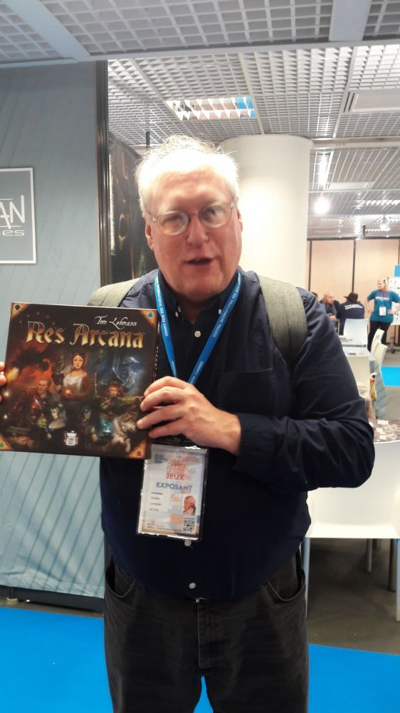 Tom Lehmann avec ma boite de Res Arcana.