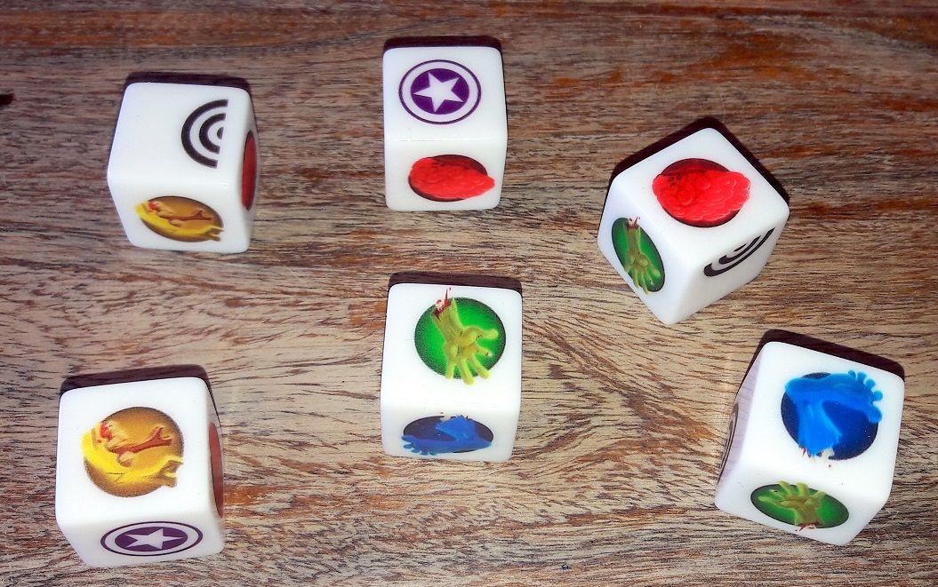 6 dés qui serviront à chaque tour de combat : 3 lancés max !