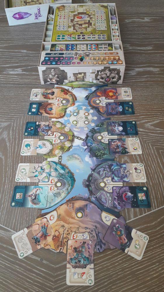 La configuration départ Titan, avec le plateau événement côté allégeance entre les  titans et les dieux