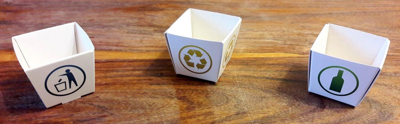 La poubelle du verre, celle du recyclable et du non recyclable.