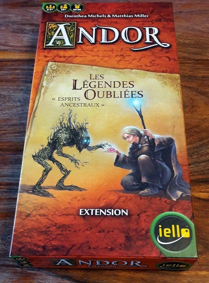 Du format classique des petites extensions Andor ( demi-épaisseur, demi largeur, mais même longueur que le jeu de base).