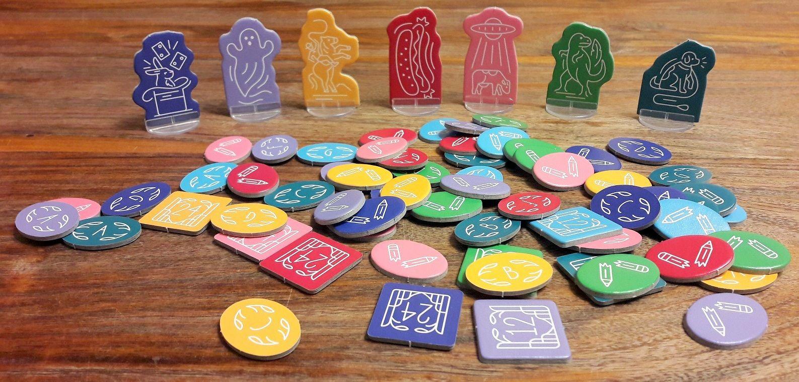 Une fois dépunchés, les nombreux jetons de vote (8) pour chacune des 8 couleurs de joueur possible et leur pion de score.