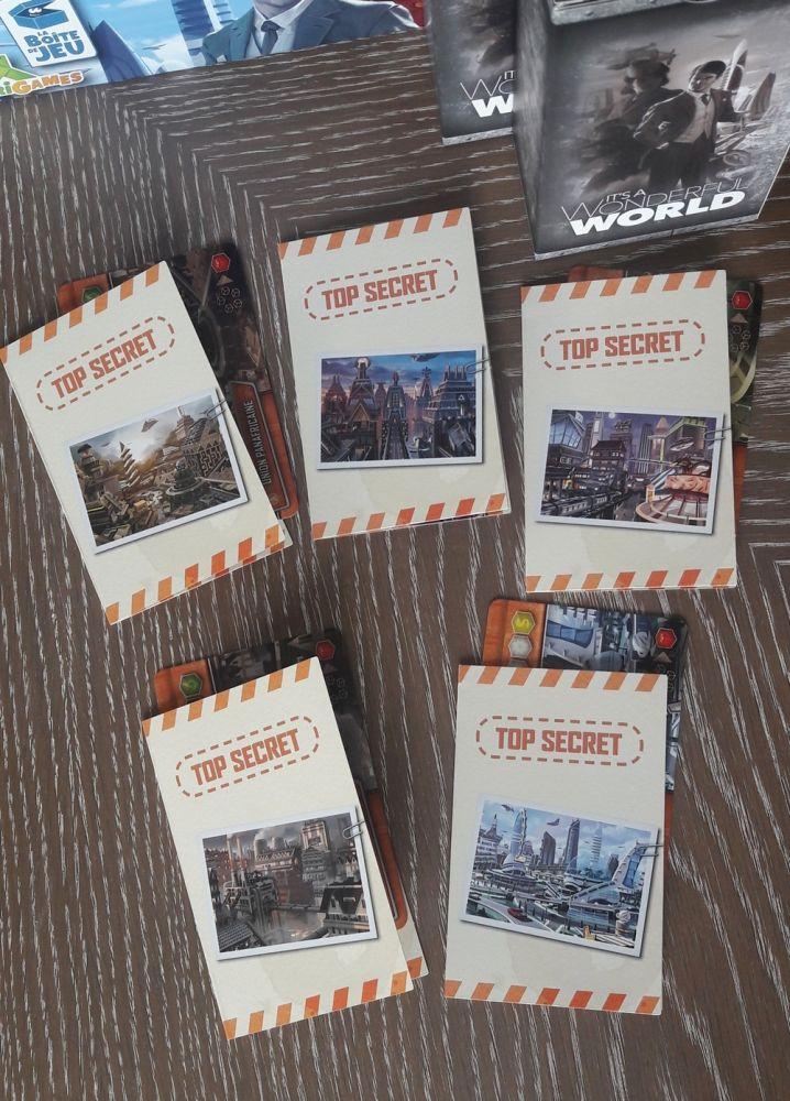 Les boîtes de sauvegardes avec des petits dossiers accueillant les cartes empire et les bonus obtenus à la fin des scénarios.