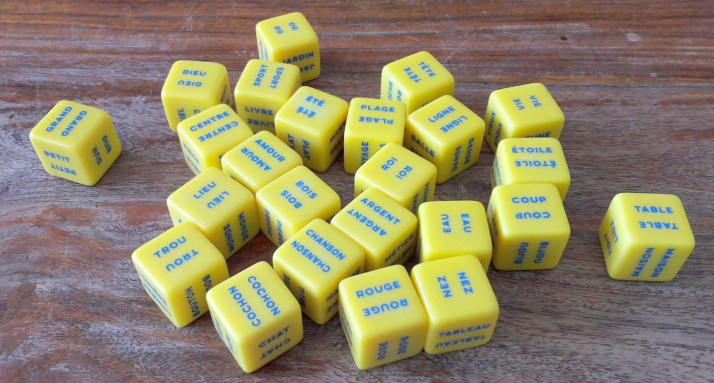 La base du jeu, ce sont ces 24 gros dés à 6 faces et 6 mots tous différents.