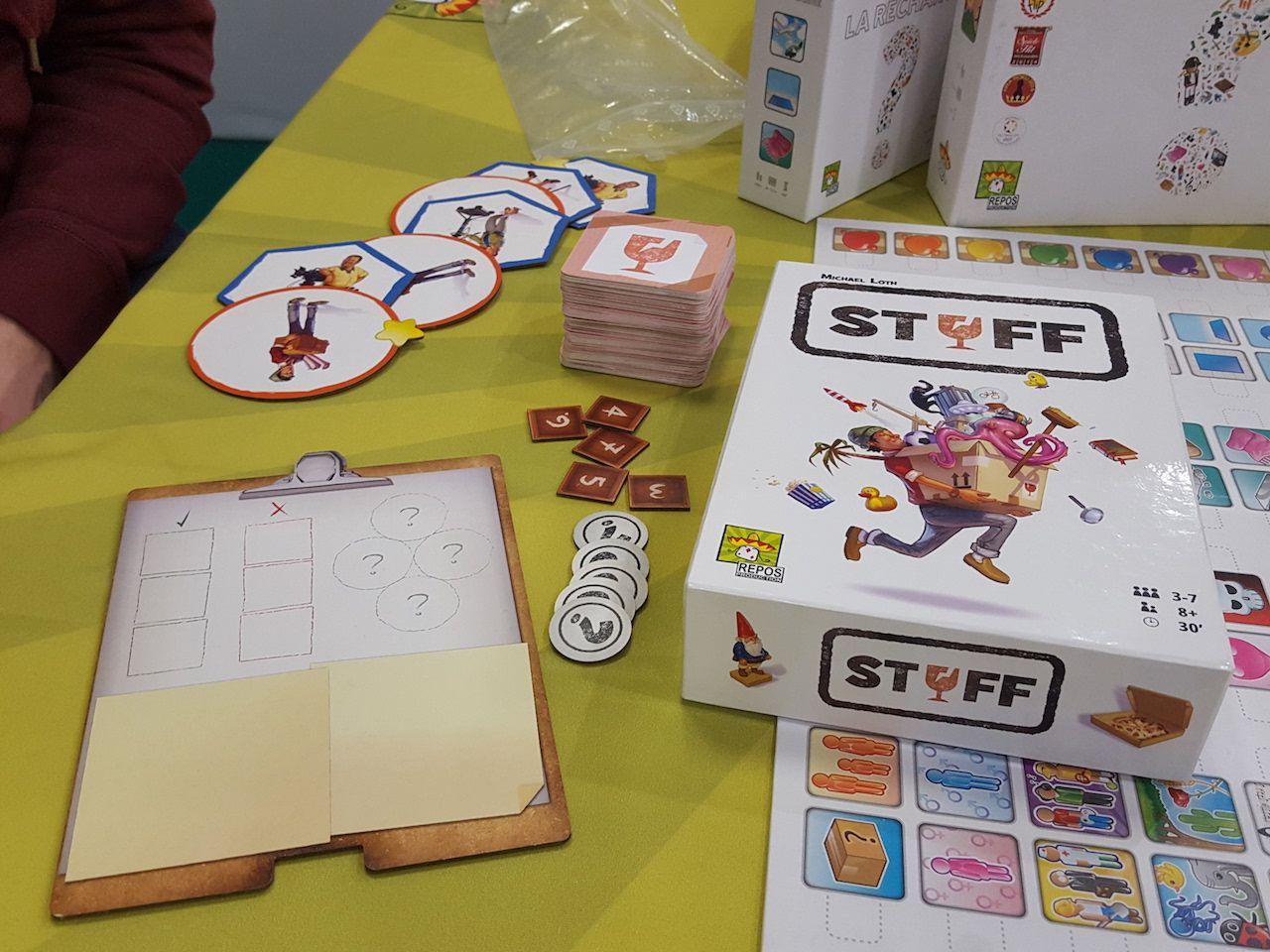 Et on découvre Stuff le nouveau jeu d'ambiance  pour 3 à 7 joueurs prévu pour début juin si tout va bien.  Une agréable partie avec de la franche rigolade.