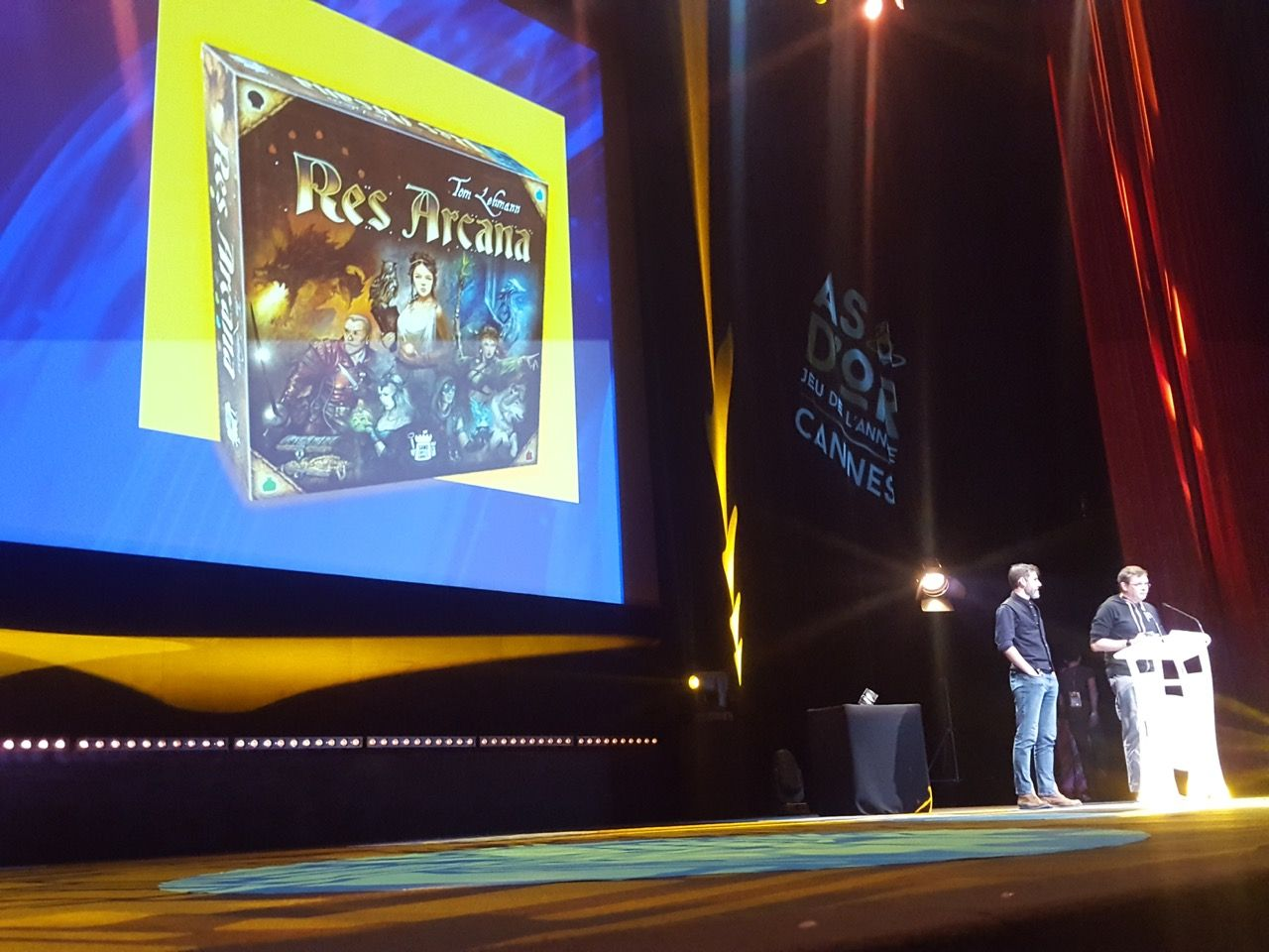 Res Arcana de Tom Lehmann illustré par Julien Delval chez Sand Castle Games.