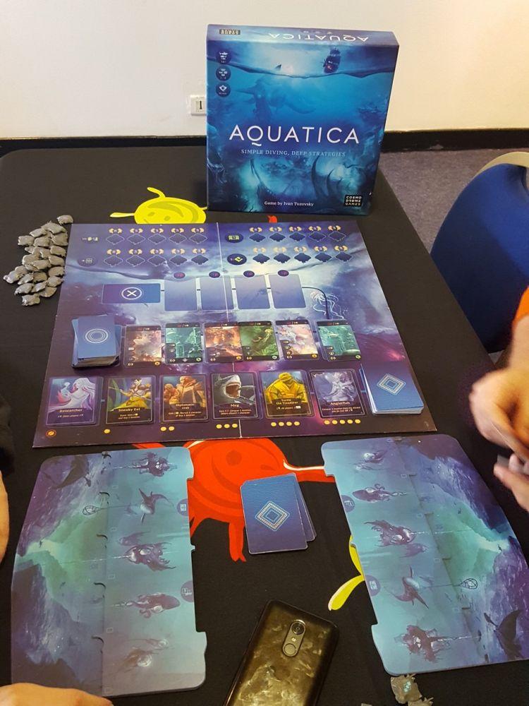 Aquatica, chez Cosmodrome Games, une des bonnes pioches de Gigamic après le salon d'ESSEN du mois d'octobre. Ravi je suis (bon d'accord je l'ai déjà).