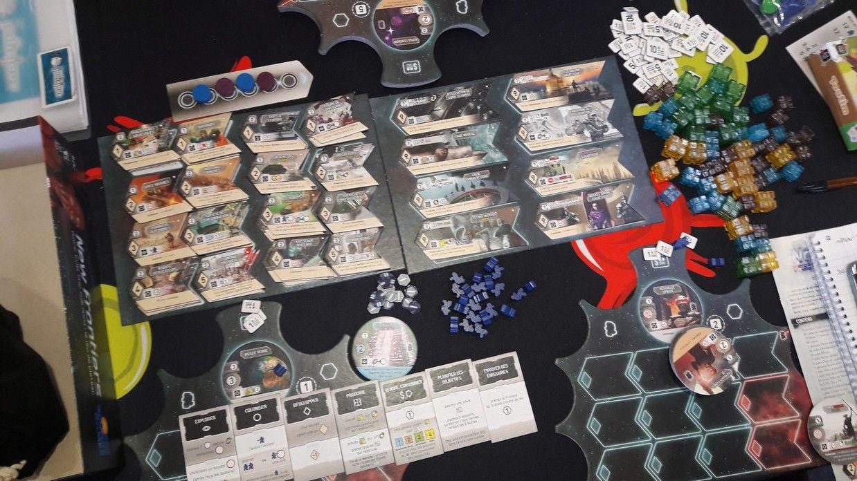 Petite vue du début de l'installation pour 2 joueurs avant de découvrir les nouveaux mécanismes du jeu.