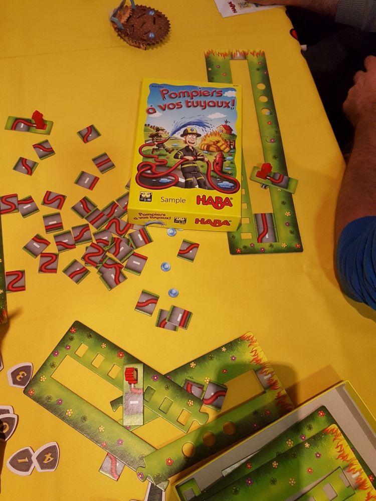 Pompiers à vos tuyaux !  un jeu de Rudi Biber à partir de 5 ans.