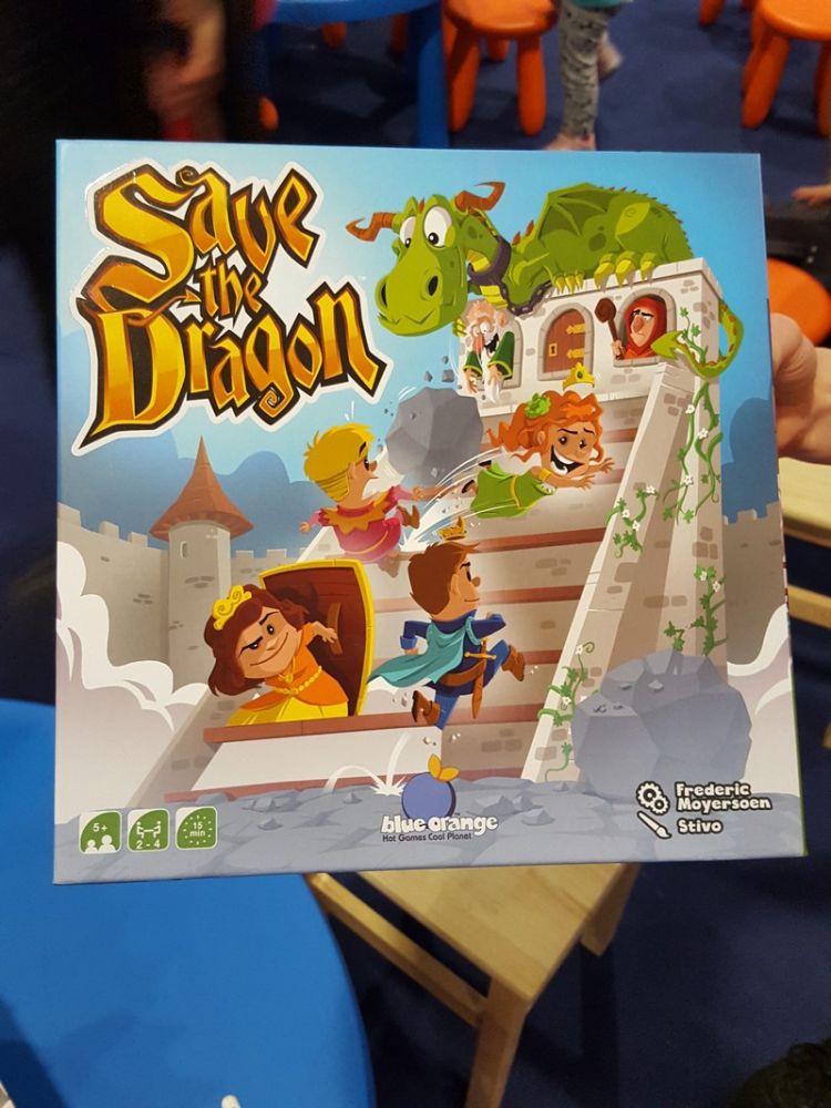 Save The dragon, la nouveauté du salon. Un jeu de Frederic Moyersoen à partir de 5 ans.