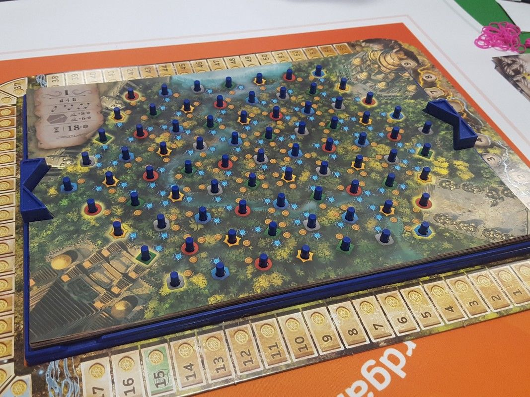 Un jeu des russes Yaniv Kahana et Oren Shainin paru en 2019 sous le nom de Kauchuk chez Lifestryle  Boardgames Ltd.