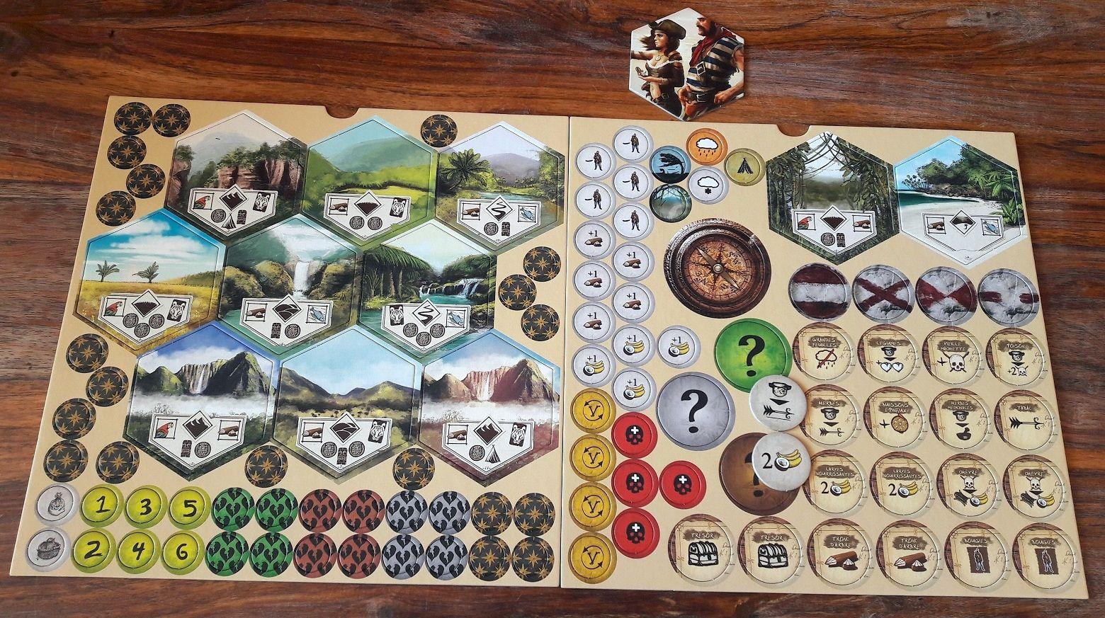 De légers changements sont à constater : jeton premier joueur (tuile vs boussole) et les pions exploration ont gagné du texte (pratique pour les règles).