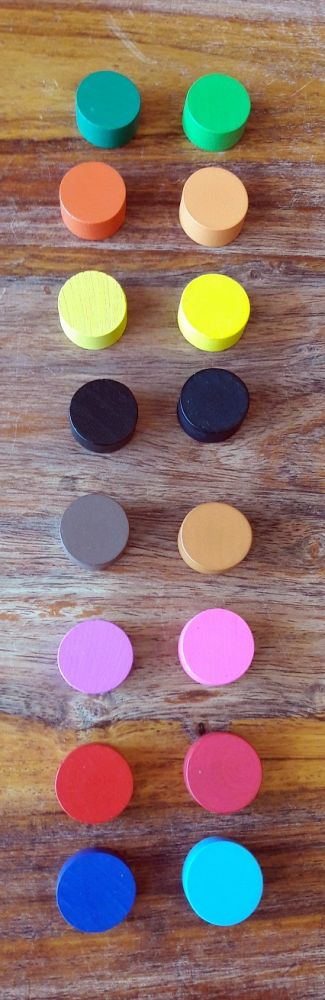 Les couleurs et les textures (boisé ou lisse) ont pas mal changé mais rien d'affolant ni de gênant ( nouvelle édition à gauche).