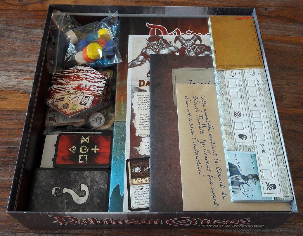 L'ensemble du matériel tient parfaitement dans la grande boite pleine de vide mais heurement bien adaptée au peu de matériel