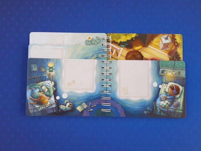 Une double page intérieure du livret de jeu.