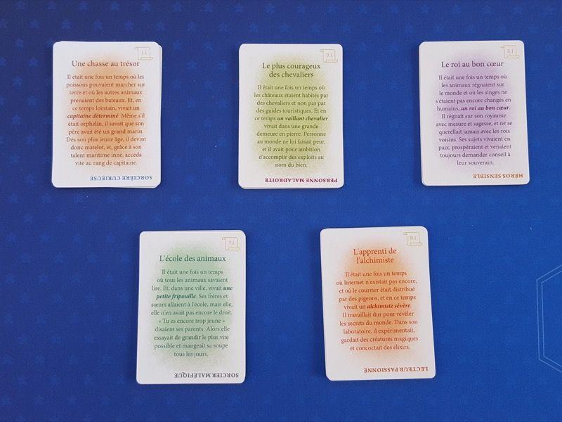 Les 38 cartes Histoire double-face (chaque histoire a un fond de même couleur et un numéro).