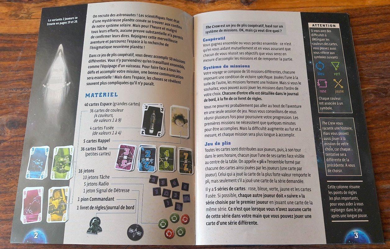 Un livret de règles très bien fait avec le résumé des règles sur les côtés  des pages.