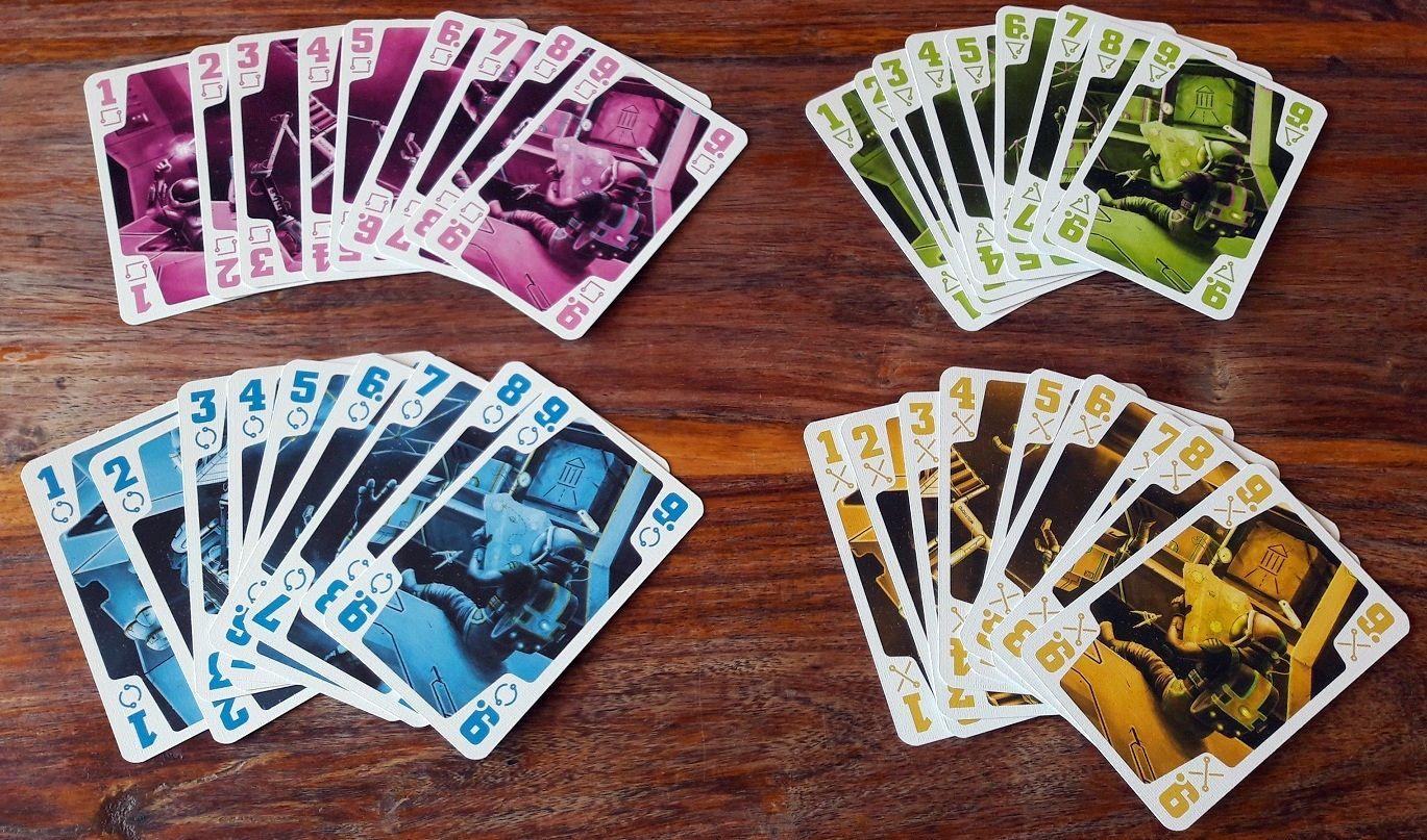 9 cartes de chaque couleur de 1 à 9.