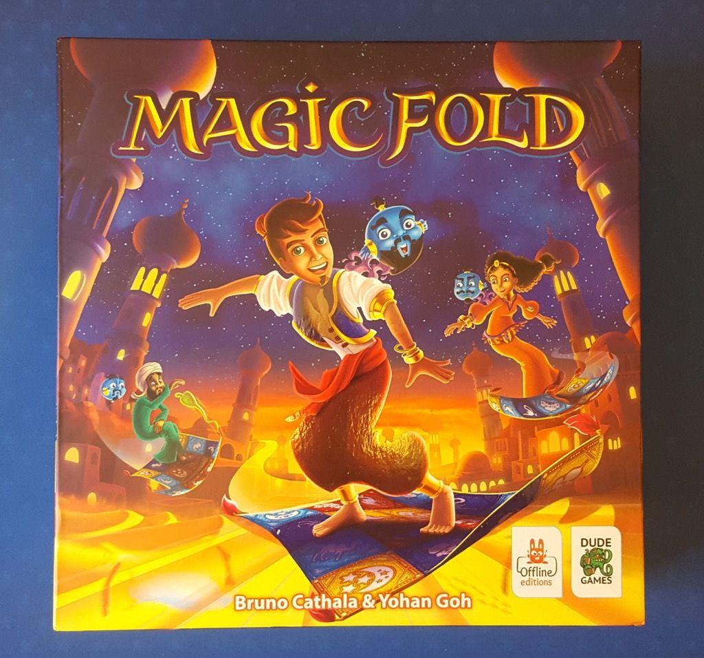 Une boite carrée au format 26,5x26,5cm avec un joli visuel avec un parti pris enfant/famille