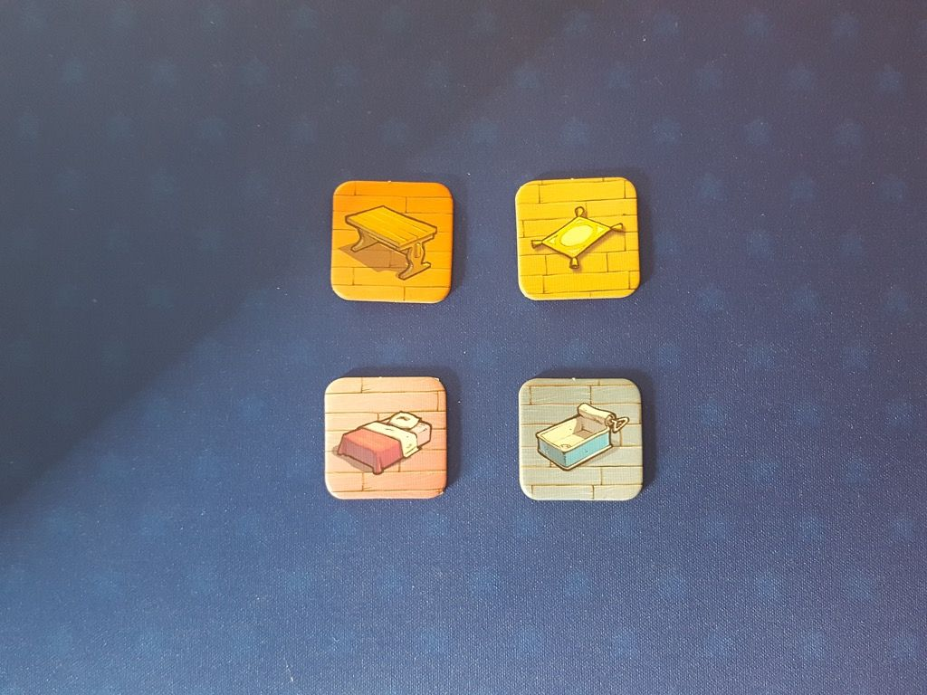 Les 4 jetons Pièce de la maison : la cuisine, le salon, la chambre et la salle de bain.