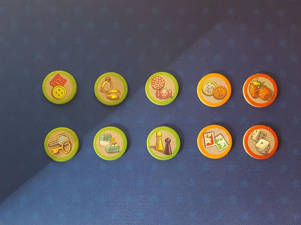 Les 14 jetons Question. Comme les disques Objet il y a 3 niveau de difficulté : vert facile, orange intermédiaire et rouge difficile et très difficile.