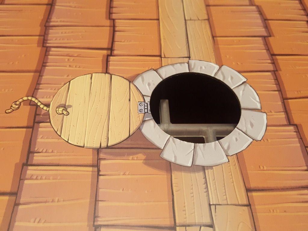 Le fameux trou de la boite qui sert à insérer la lampe.