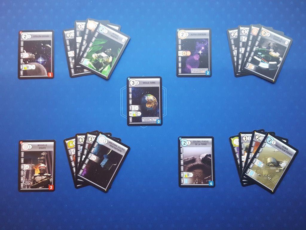 Toujours numérotés de 0 à 4 avec pour les mondes 1 à 4 leur set de 4 cartes de départ.
