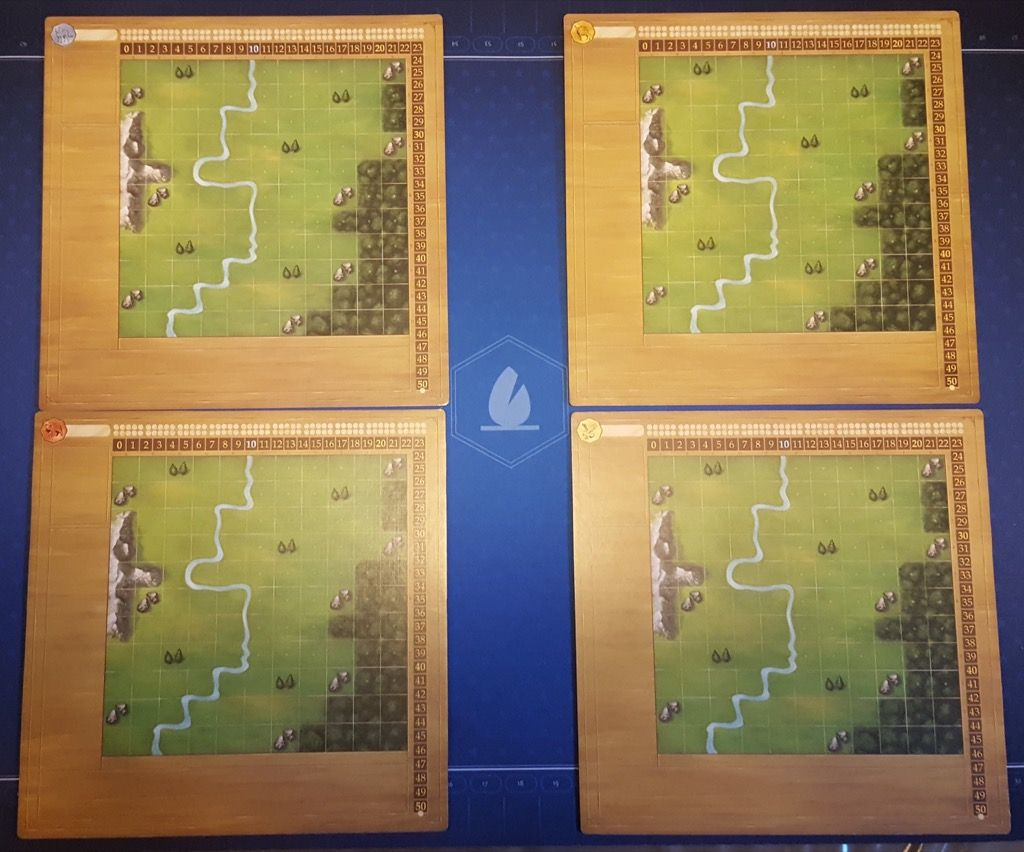 4 grands plateaux individuels 28 x 28 cm (assez solides).