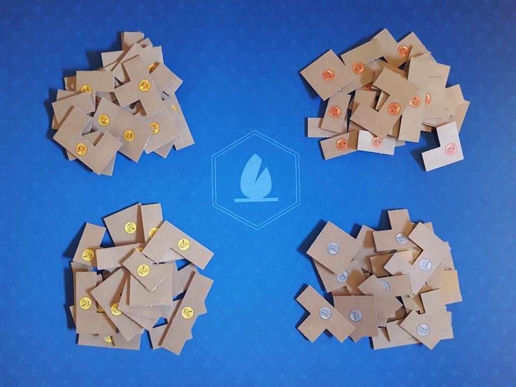 Sur leur côté Animal visible, ils sont associés au plateau de chaque joueur.