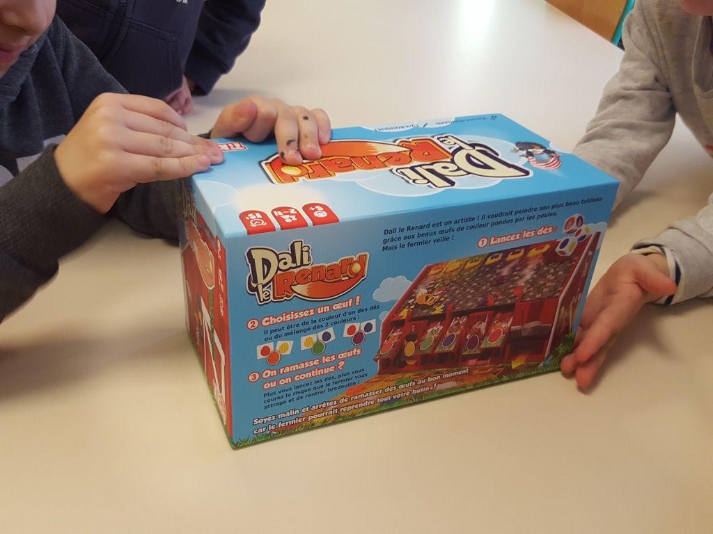Comme toute boite neuve, le carton ne glisse pas facilement.