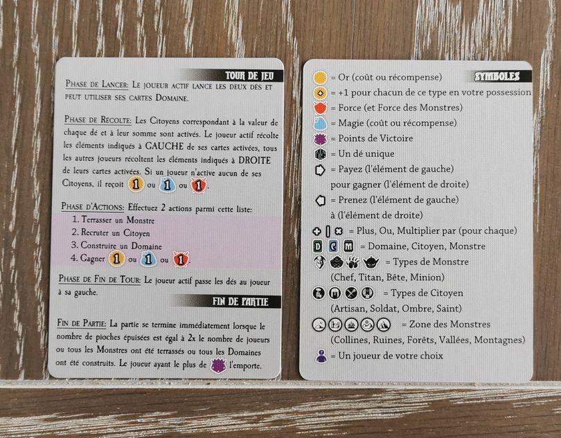 Les règles sont résumées sur ces aides de jeu. Elles donnent tous les symboles du jeu. Comme le jeu est intuitif, elles sont rapidement oubliées dans la boite.