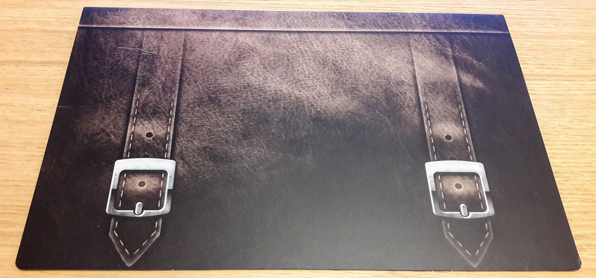 Que peut bien cacher ce superbe porte-document ?