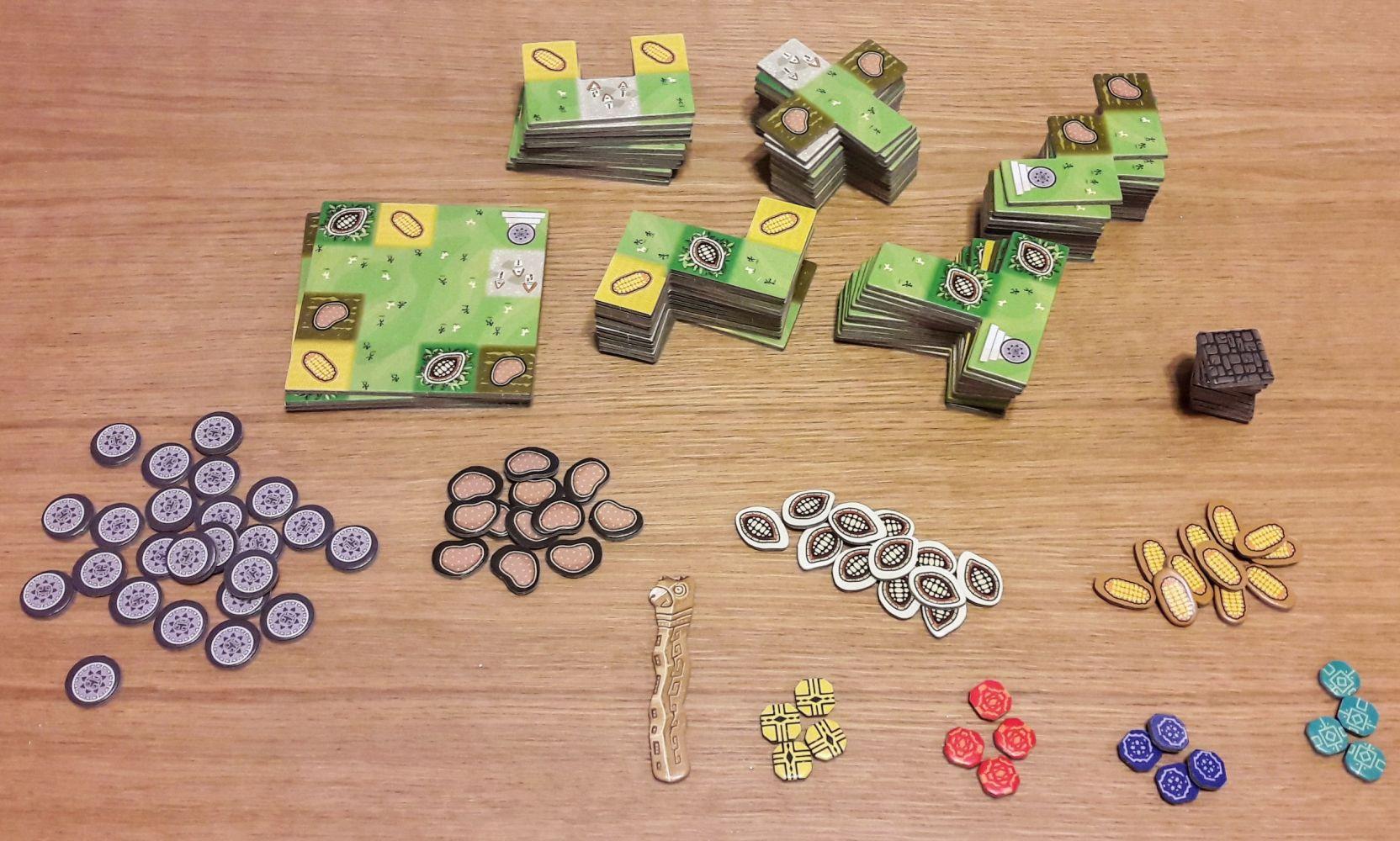 Une fois dépunché, on a plein de tuiles de 5 formes différentes et des jetons ressources, des pièces, et des jetons joueurs.