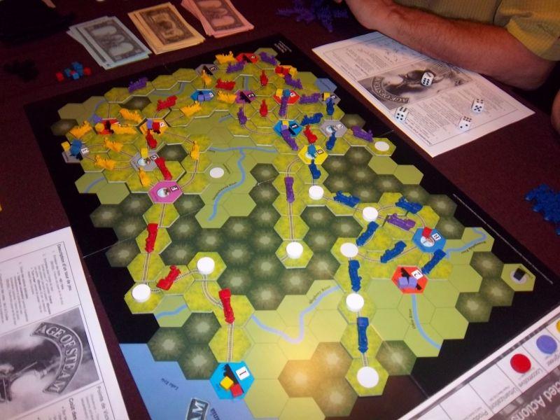 Le plateau en fin de partie...le réseau rouge est le mien, le jaune est celui de Thomas. En mauve, monsieur Zhor...