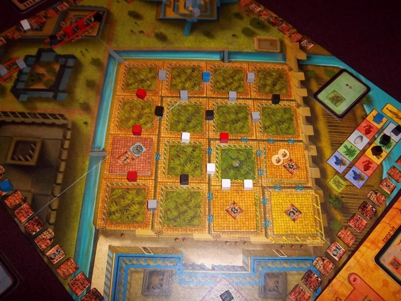 Les jardins en fin de partie. Bon, il restait encore un peu de travail, mais on a bien bossé quand même.