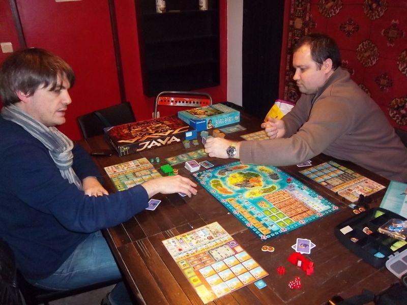 Mes deux adversaires feldiens, messieurs Unkle et Lilajax, préparent Bora Bora.