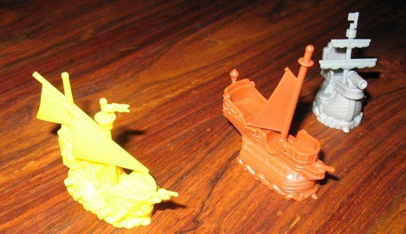Frégate (en jaune), bateau marchand (marron) ou pirate (gris) il ne faudra rien oublier !