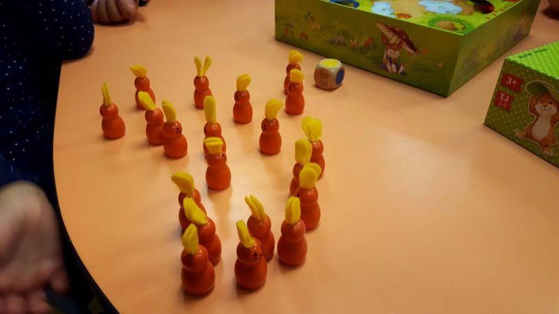 On appelle un grand pour compter tous les lapins et on arrive à 20 lapins.