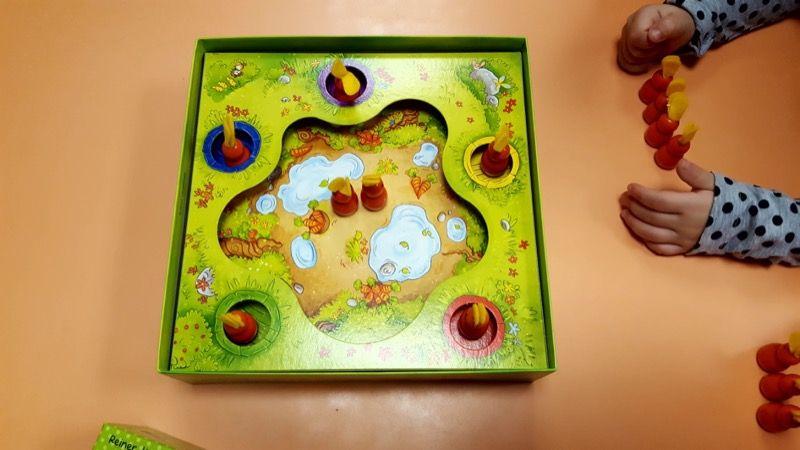 J'indique aux élèves qu'ici on est sûr de prendre un lapin. Pourquoi ? Parce qu'il y en a un dans chaque trou...