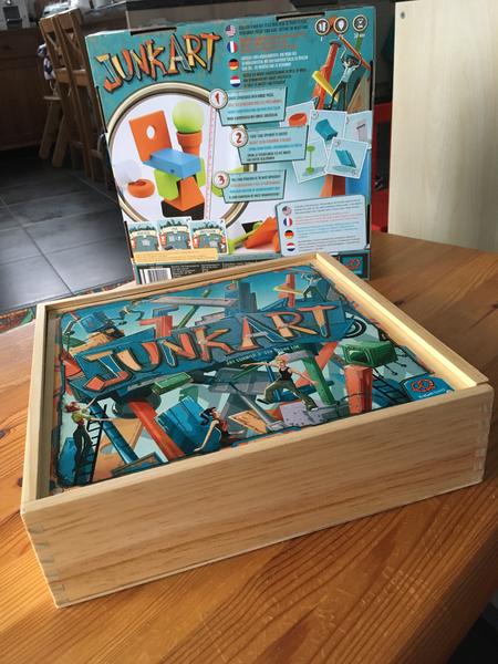 La boite du jeu et son insert en carton