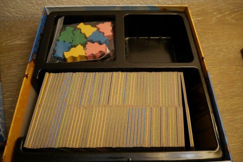 Le fond de la boite, sabot pour les 48 tuiles et les pions rois.