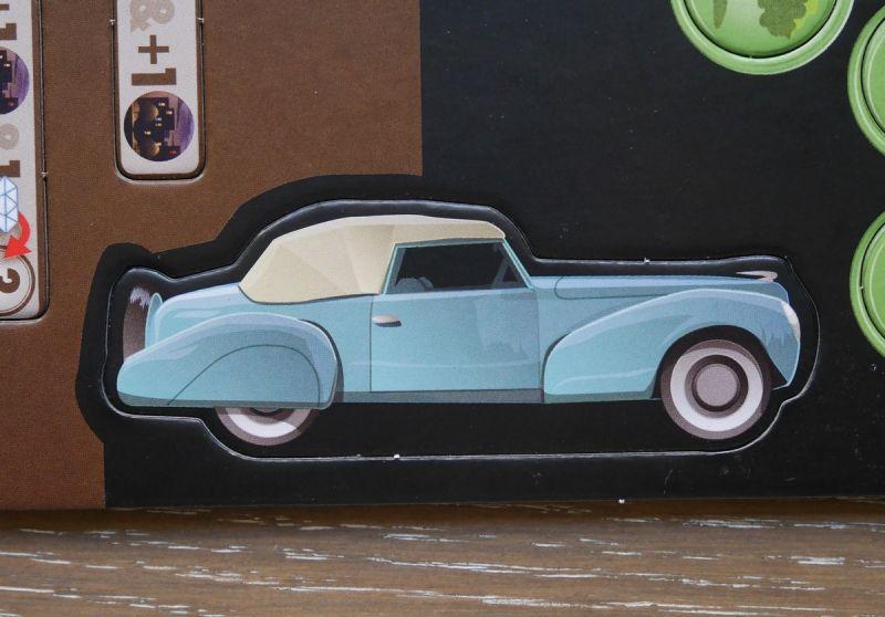 Le marqueur du premier joueur. Ambiance années 40 avec l'Oldsmobile et ses pneus blancs.